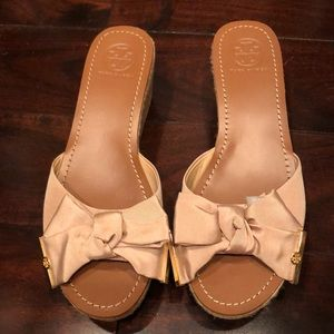 NWT Tory Burch wedge bow sandal